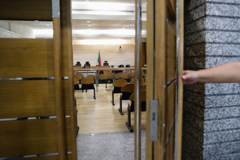 Quinze arguidos julgados em Loures por tráfico de droga em Torres Vedras e Sintra