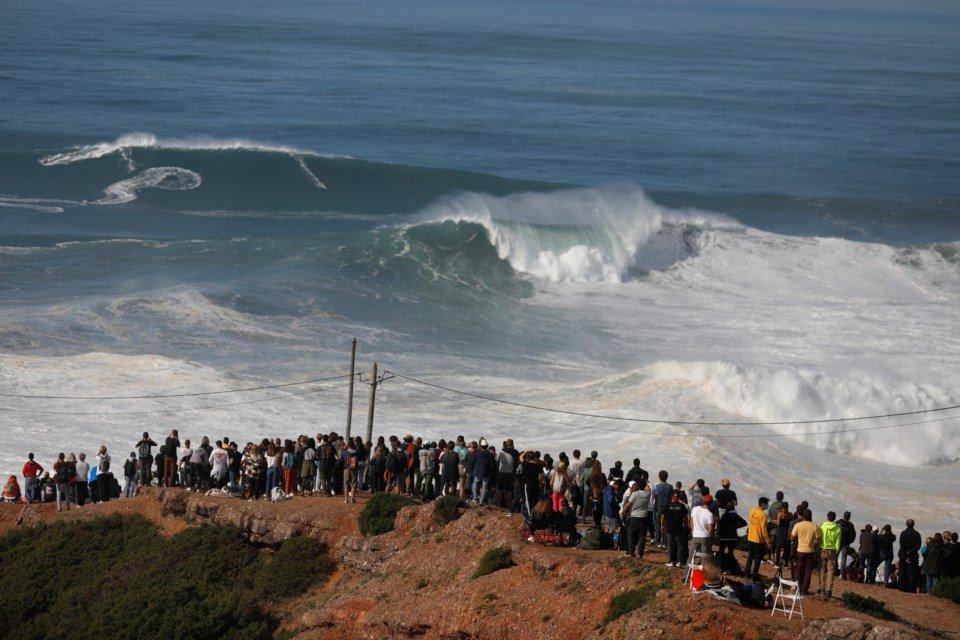 Covid-19: Surf proibido na Praia do Norte, autarquia prepara plano de contingência