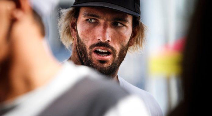 Frederico Morais parte hoje ansioso para o regresso ao circuito mundial de surf