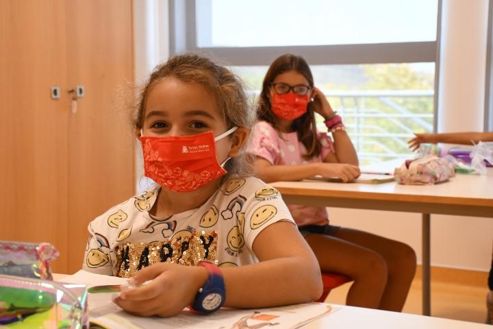 COVID-19: Município distribuiu máscaras às crianças do 1º ciclo