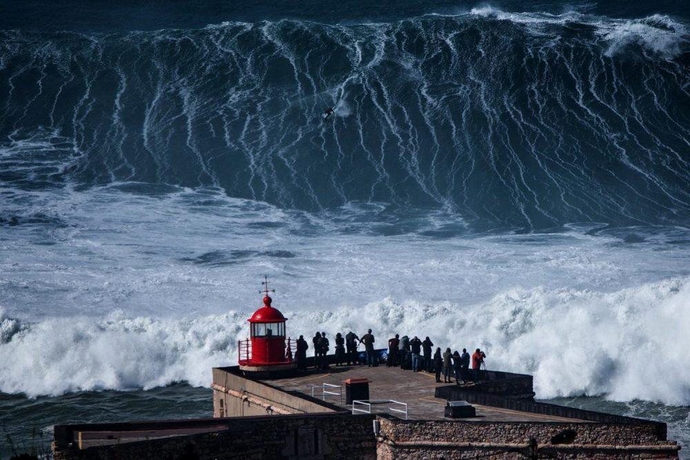Covid-19: Surf volta a ser permitido na praia do Norte na Nazaré