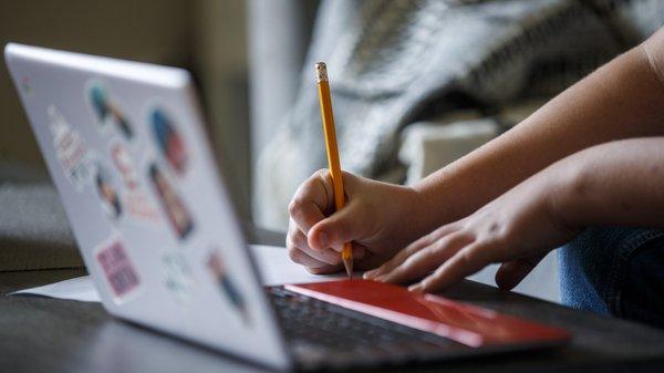 Covid-19: Câmaras do Oeste investiram meio milhão de euros em computadores para aulas à distância