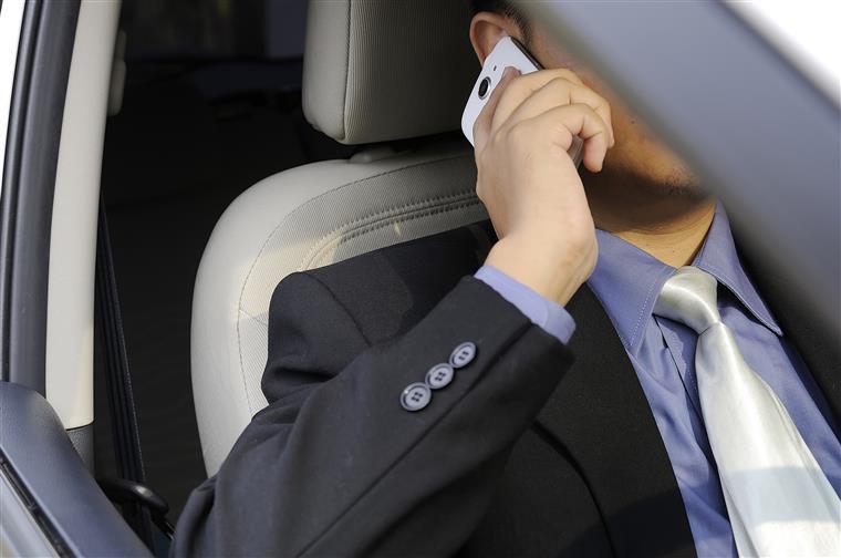 Arranca terça-feira campanha para fiscalizar uso do telemóvel durante condução